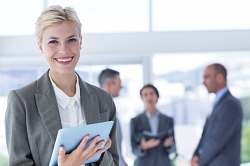 Businesswoman holding a tablet©signotec GmbH
